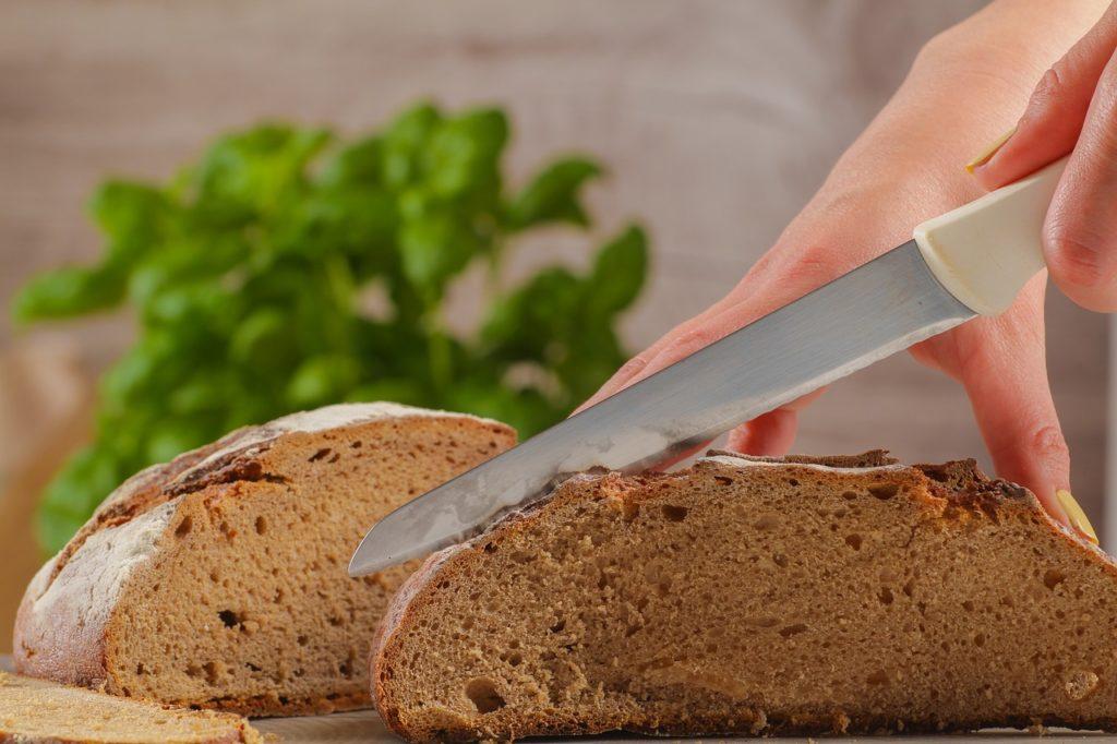 bread-cutting-2722928_1280