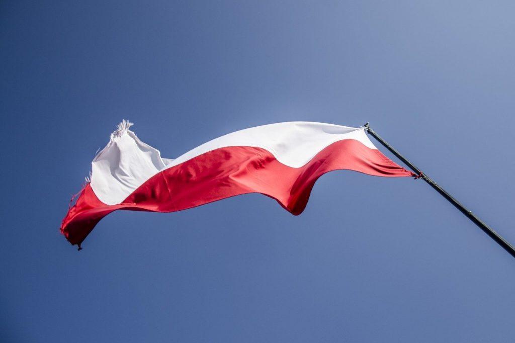 senior24h-flaga-polska-3-maj